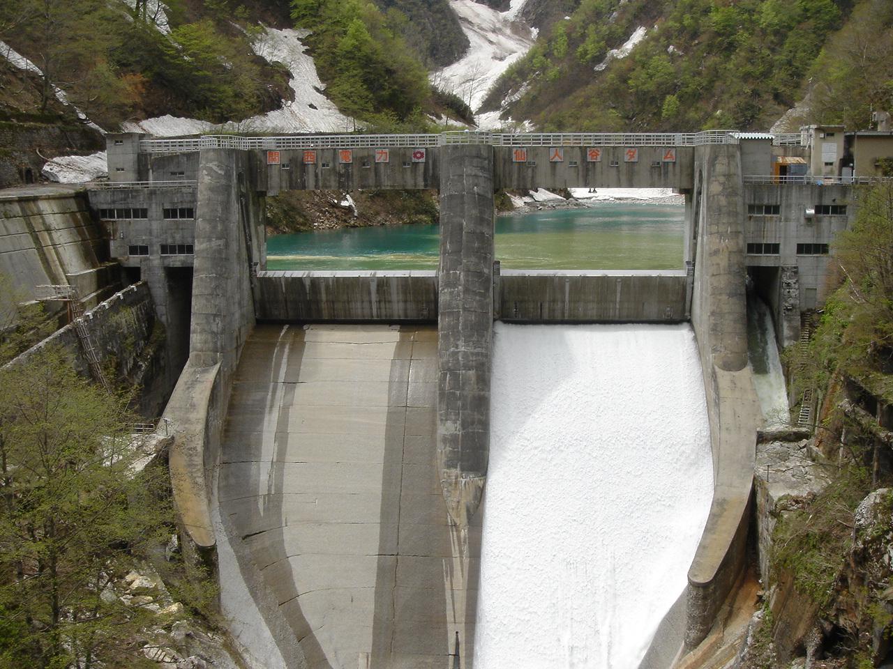 仙人谷ダム No.030 昭和15年に建設された重力式コンクリートダム... 立山 黒部 写真